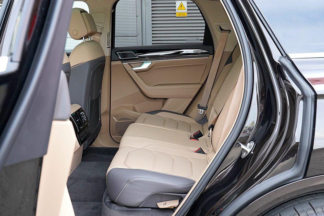 Volkswagen Touareg 4.0 V8 TDI – kanapa
