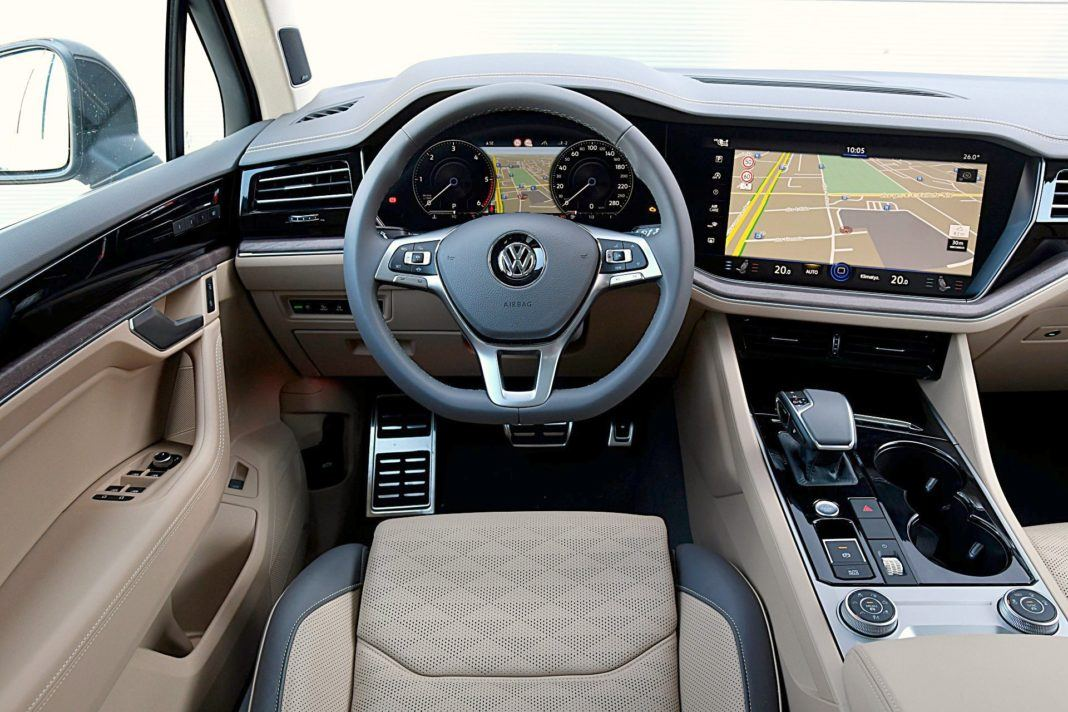 Volkswagen Touareg 4.0 V8 TDI – deska rozdzielcza