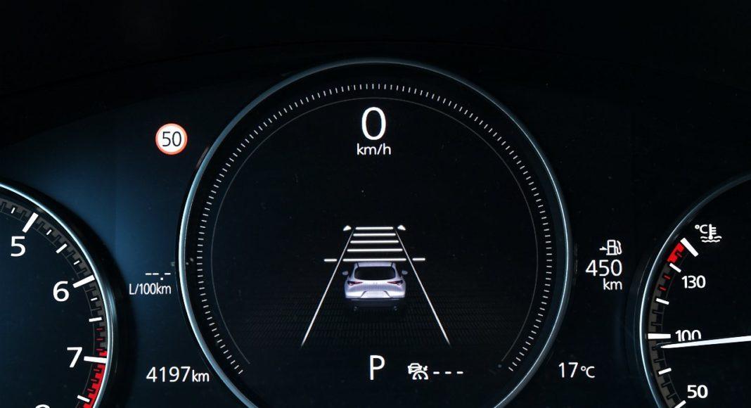 Mazda CX-30 2.0 Skyactiv-G 6AT test 2020 cyfrowe zegary