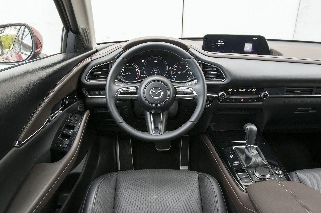 Mazda CX-30 2.0 Skyactiv-G 6AT test 2020 kokpit deska rozdzielcza