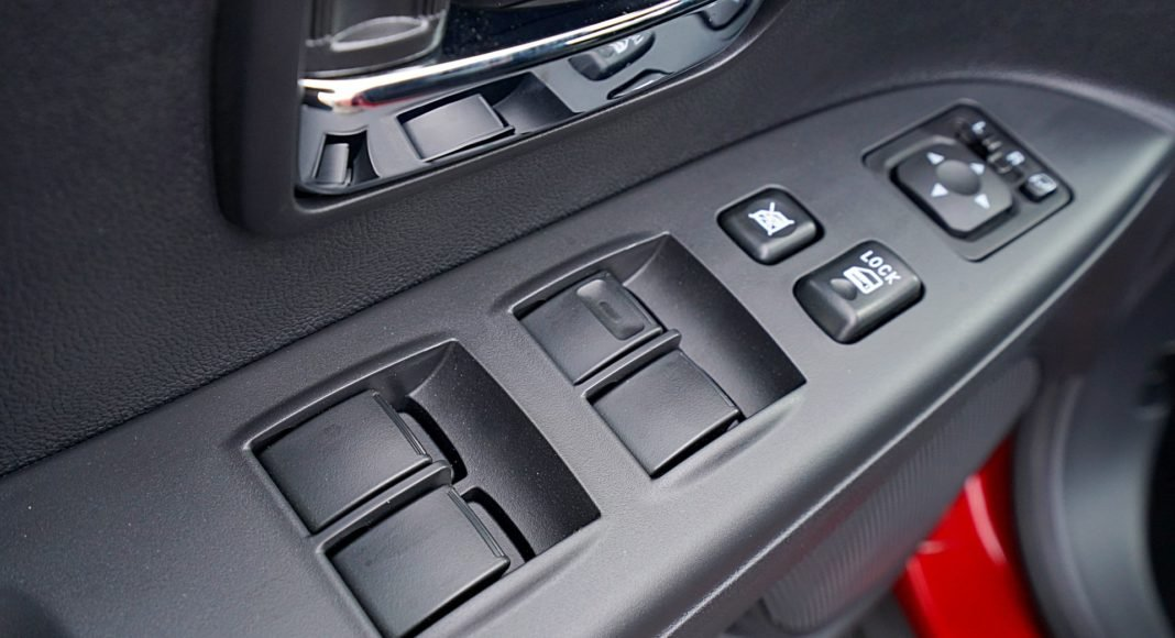 Mitsubishi ASX 2.0 CVT Intense Plus – strerowanie szybami