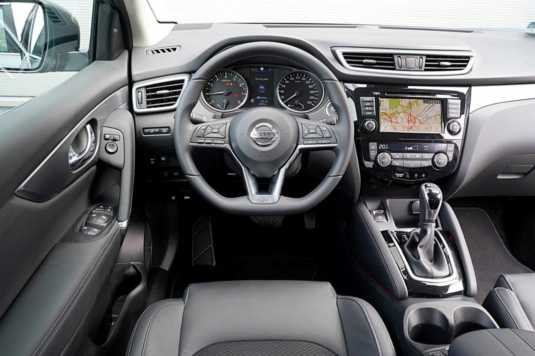 Nissan Qashqai DIG-T 160 DCT Tekna – deska rozdzielcza