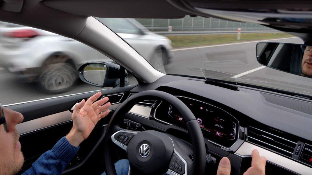 VW Passat - asystent pasa ruchu