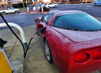 Czy prawie 400-konna Corvette może być oszczędna?