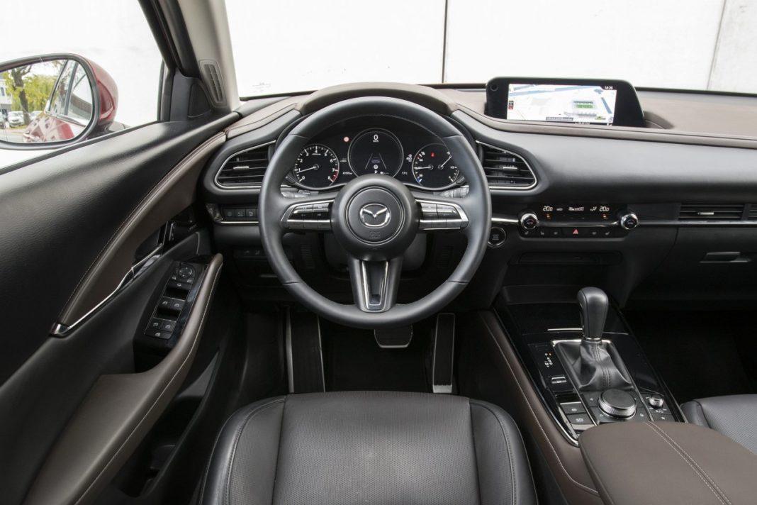 Mazda CX-30 2.0 Skyactiv-G 6AT Hikari - deska rozdzielcza