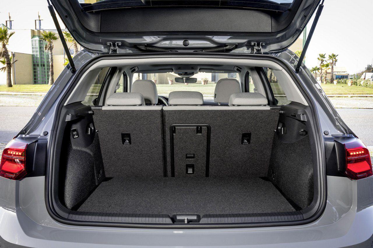 Volkswagen Golf VIII (2020) - bagażnik