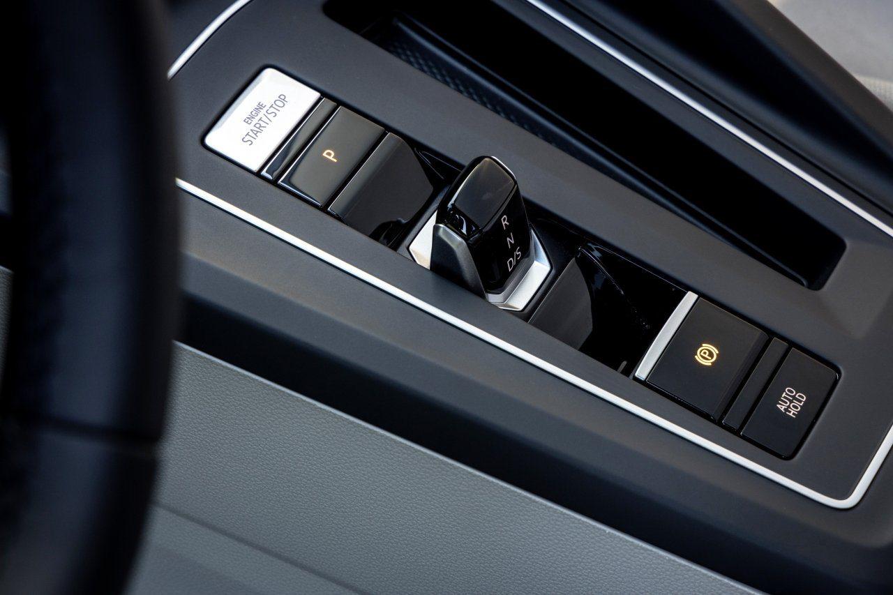 Volkswagen Golf VIII (2020) - dźwignia skrzyni DSG