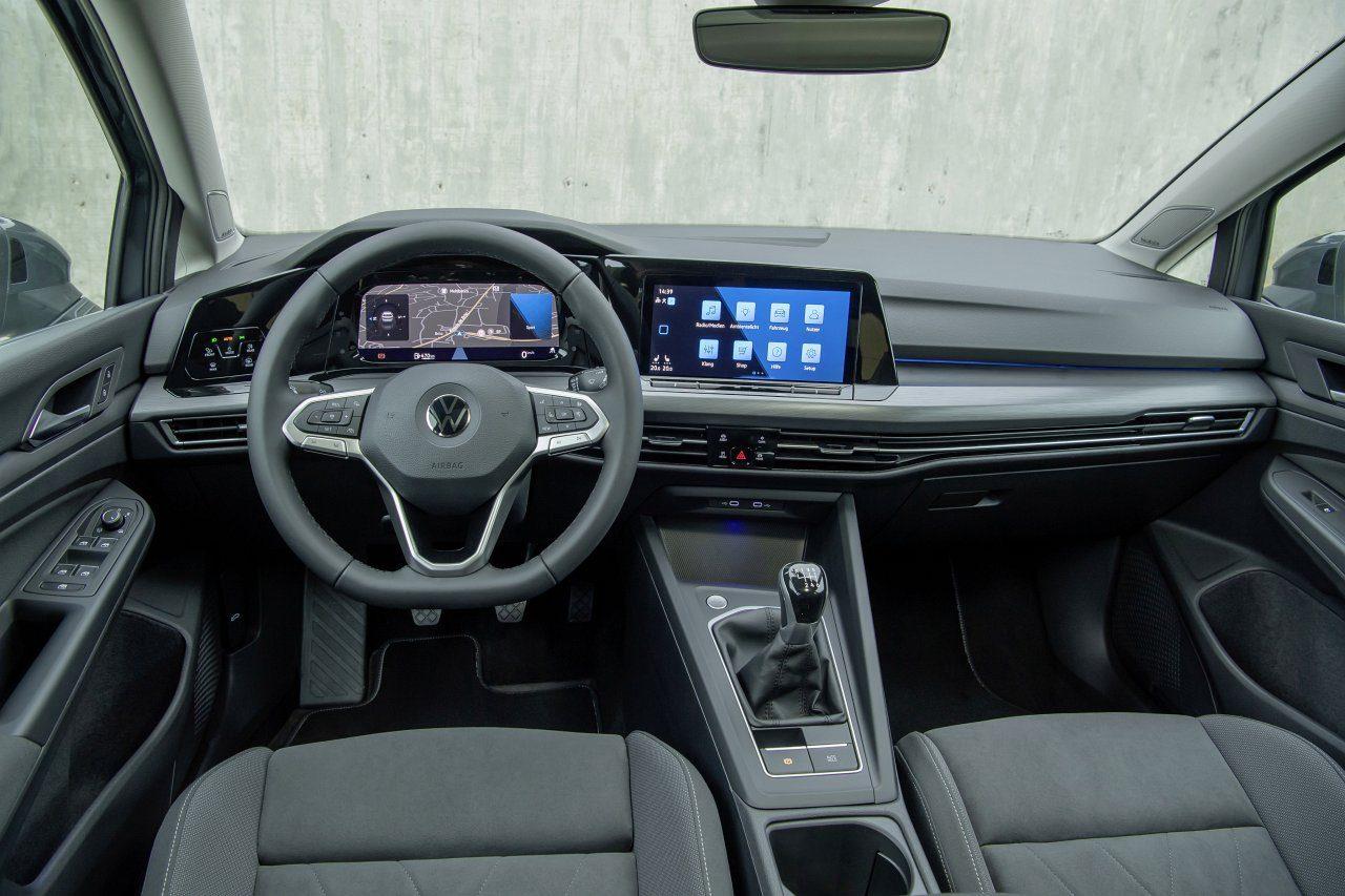 Volkswagen Golf VIII (2020) - deska rozdzielcza