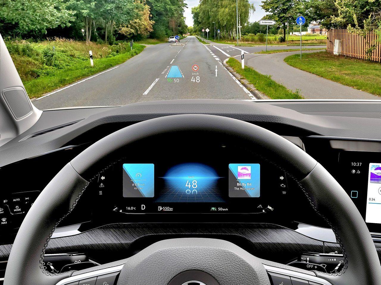 Volkswagen Golf VIII (2020) - ekran head-up