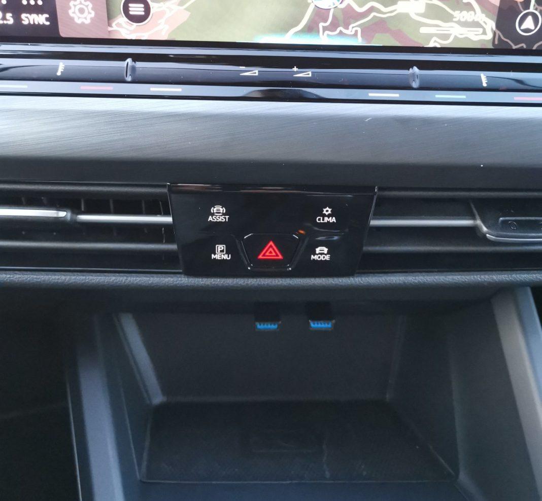 Volkswagen Golf VIII (2020) - przyciski skróty