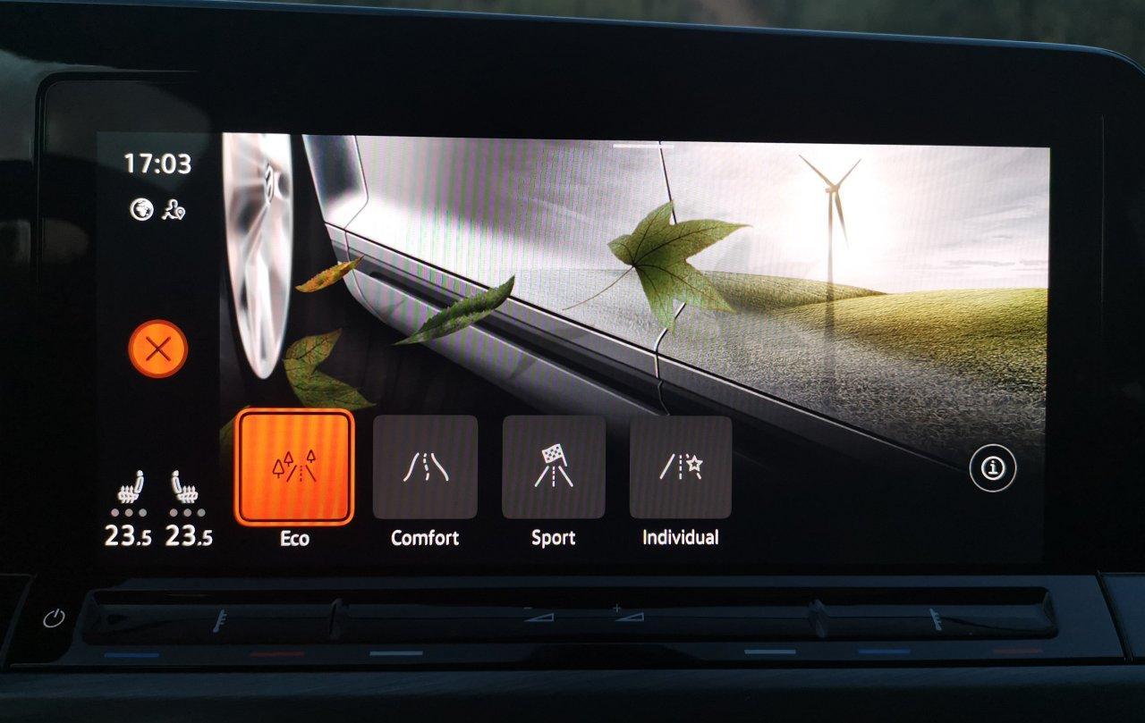 Volkswagen Golf VIII (2020) - wybór trybu jazdy