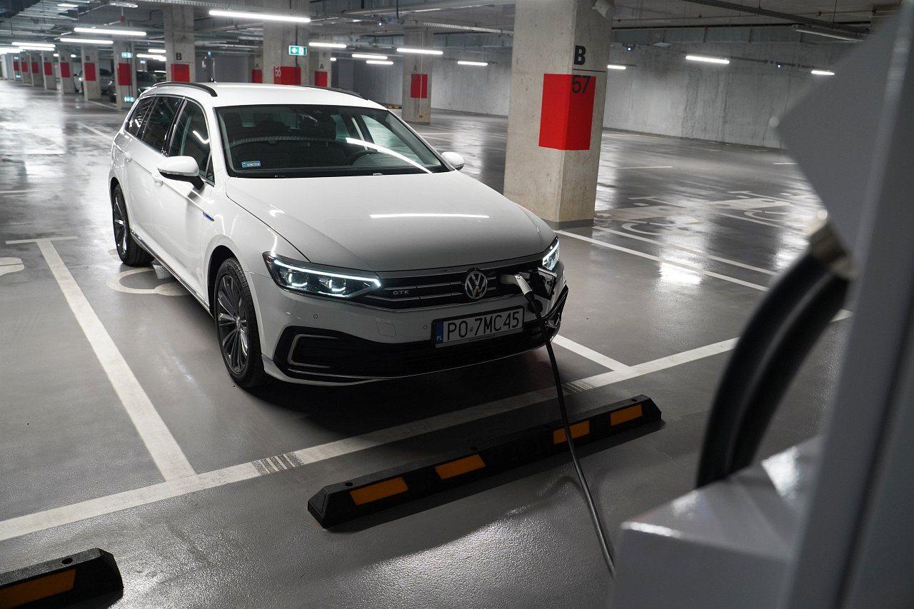 volkswagen passat variant b8 lifting 2019 ładowanie akumulatora