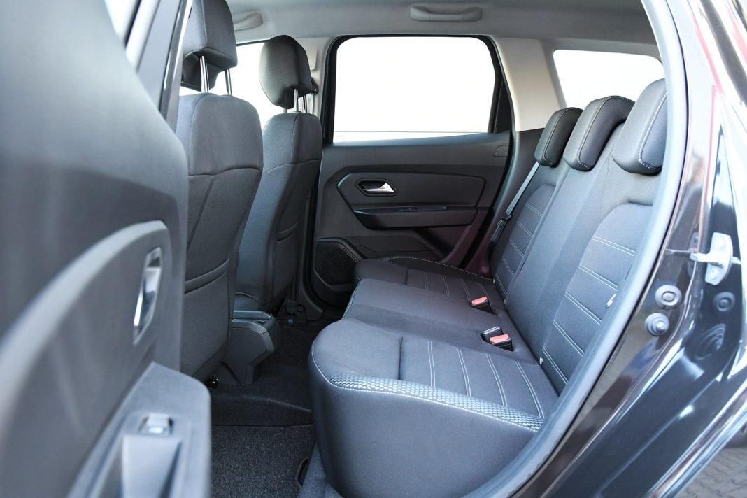 Dacia Duster 1.3 TCe 150 4WD test 2020 fotele tył kanapa