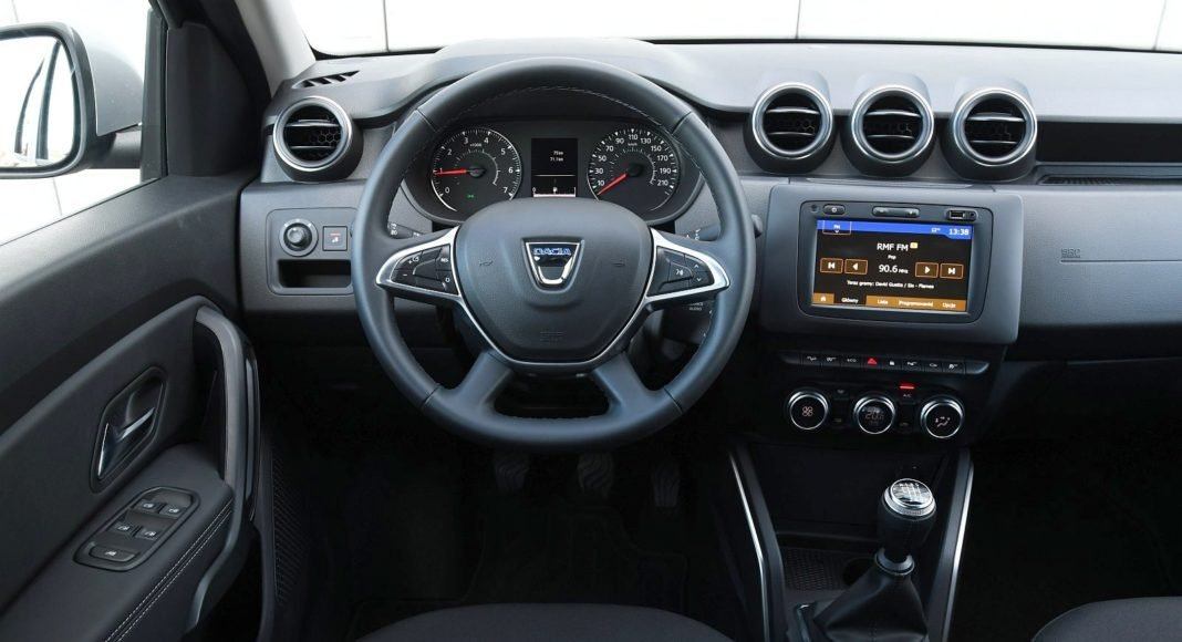 Dacia Duster 1.3 TCe 150 4WD test 2020 kokpit deska rozdzielcza