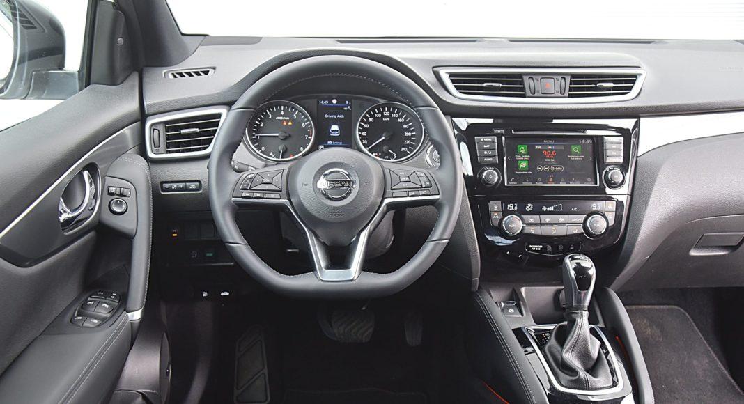 Nissan Qashqai DIG-T 160 DCT Tekna+ – deska rozdzielcza