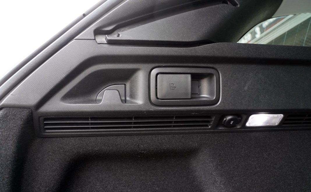 Peugeot 508 SW - składanie siedzeń