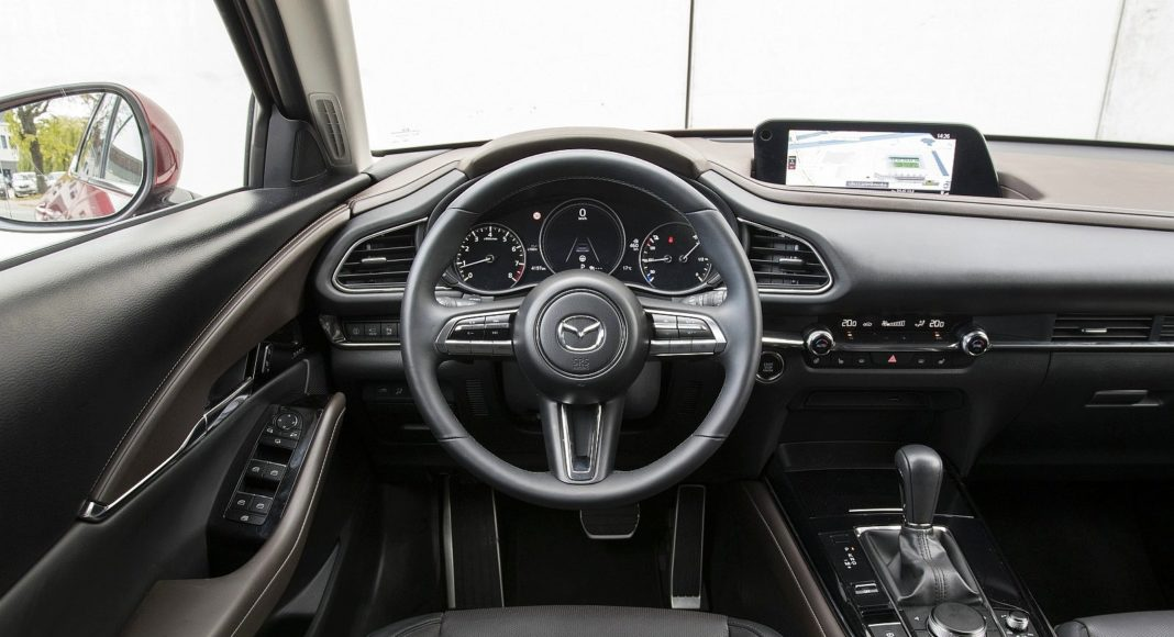 Mazda CX-30 2.0 Skyactiv-G Hikari - deska rozdzielcza kokpit