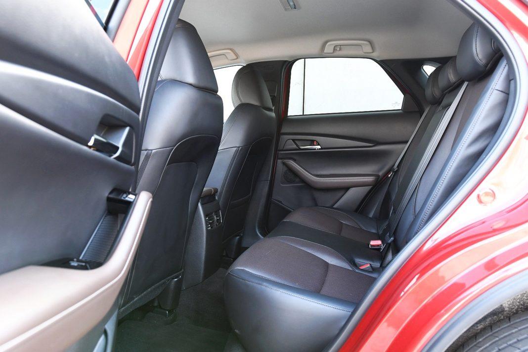 Mazda CX-30 2.0 Skyactiv-G Hikari - fotele tył kanapa