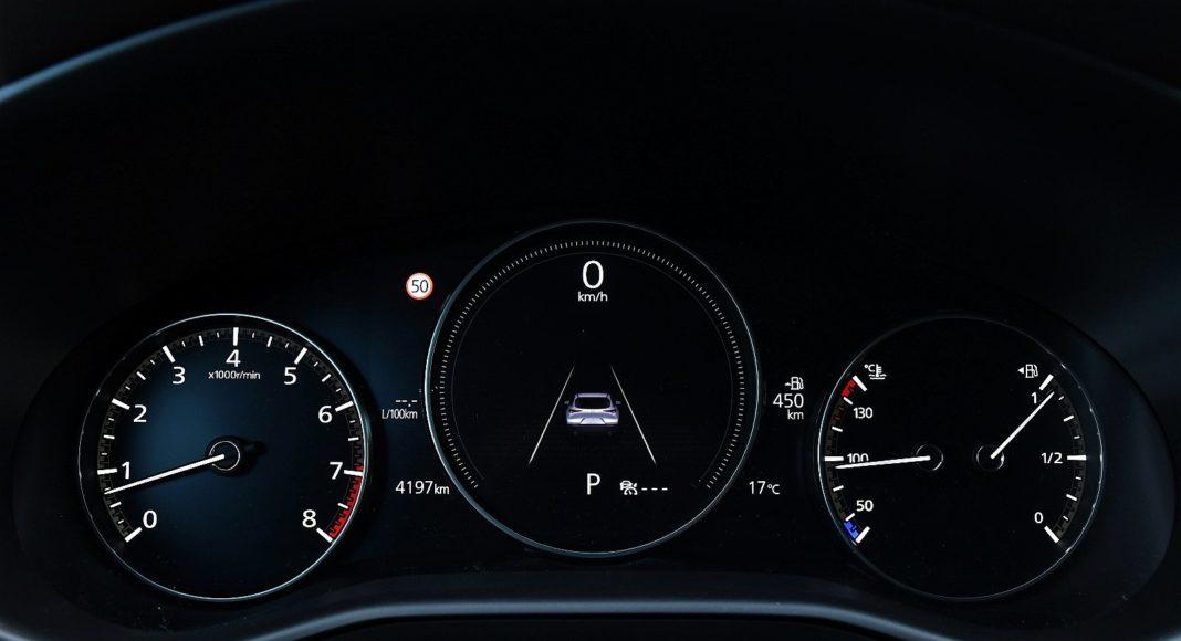 Mazda CX-30 2.0 Skyactiv-G Hikari - zegary
