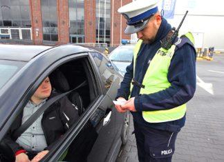 """Policja kontroluje stan licznika. Passat z przebiegiem """"cofniętym"""" o 300 000 km!"""