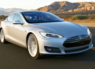 """Tesla ma problem z """"niezamierzonym przyspieszaniem""""?"""