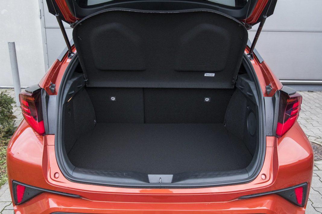 Toyota C-HR 2.0 Hybrid e-CVT - bagażnik