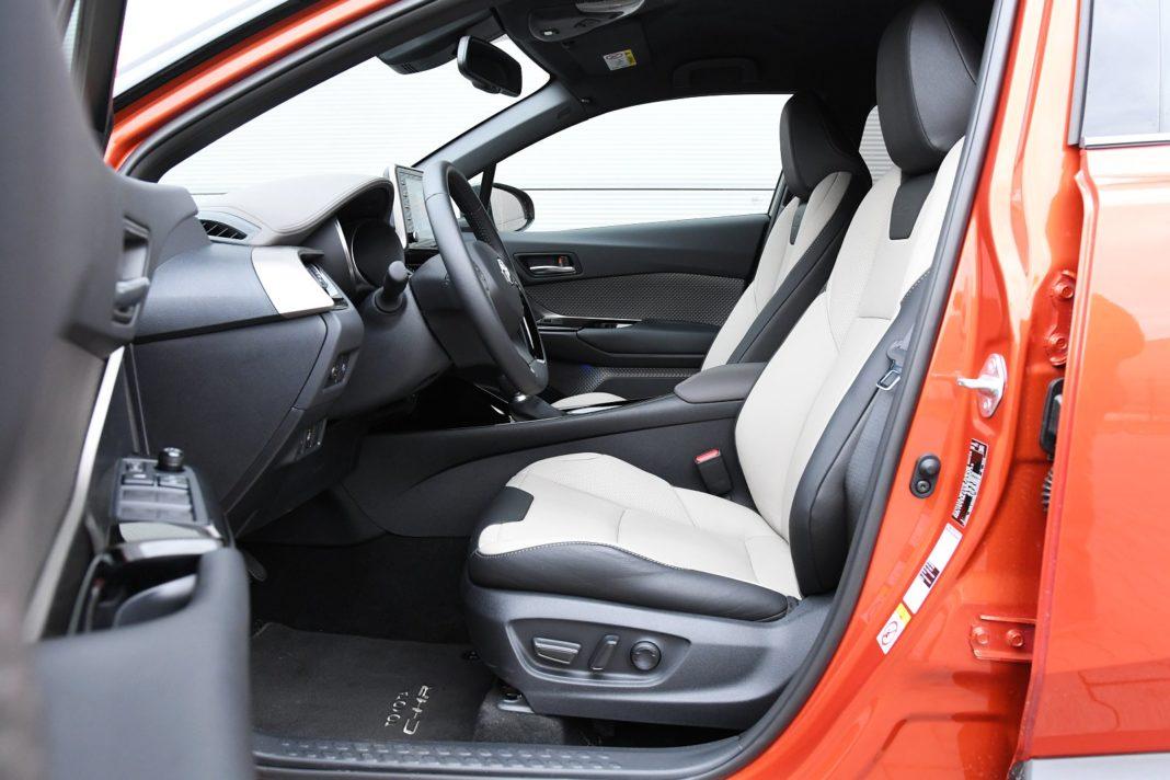 Toyota C-HR 2.0 Hybrid e-CVT - przednie fotele