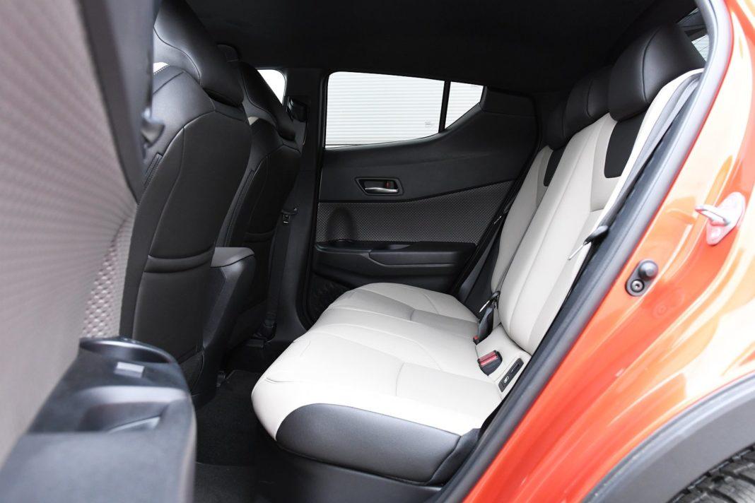 Toyota C-HR 2.0 Hybrid e-CVT - tylna kanapa