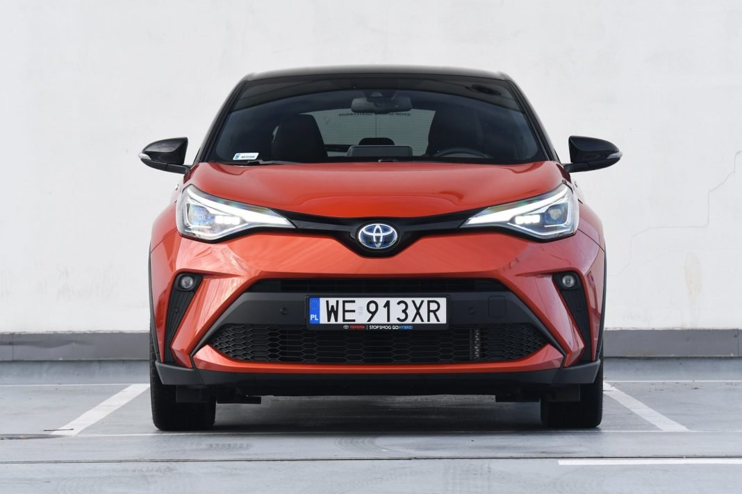 Toyota C-HR 2.0 Hybrid e-CVT (2020) - przód