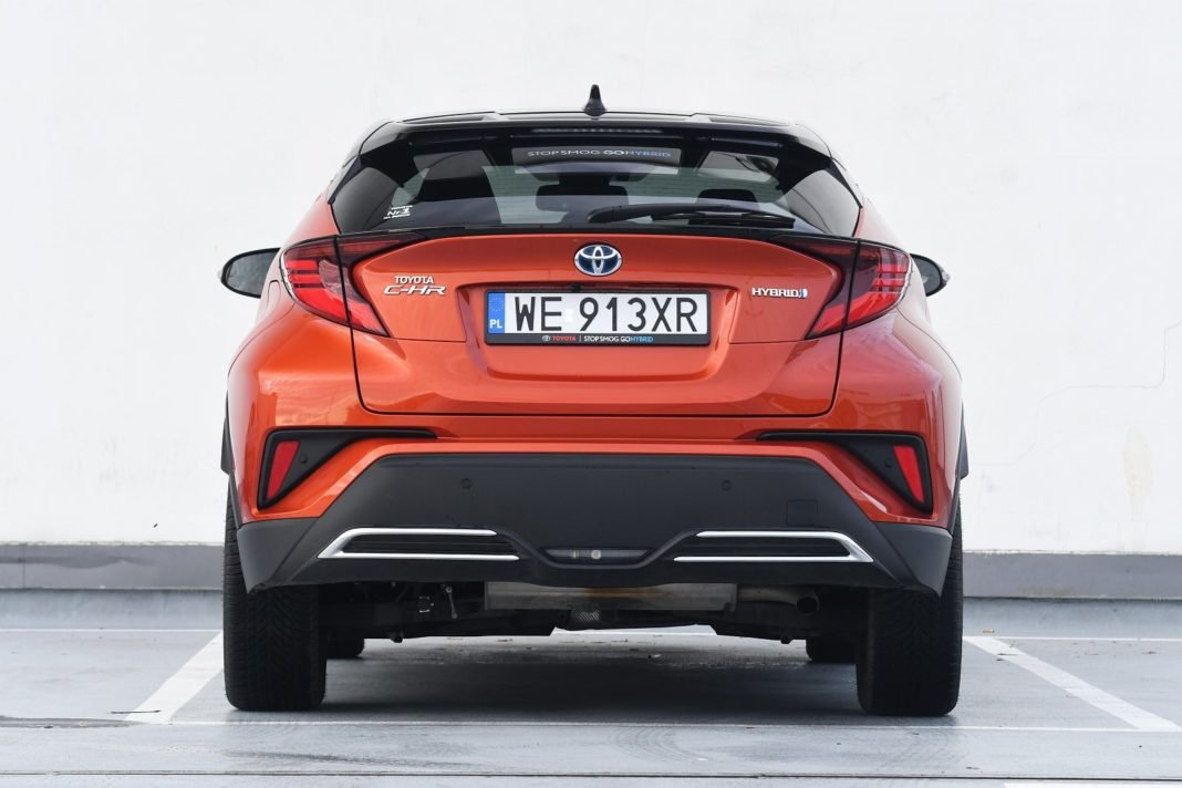 Toyota C-HR 2.0 Hybrid e-CVT (2020) - tył