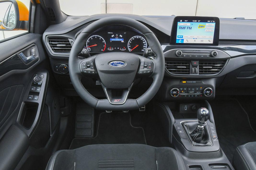 2020 Ford Focus ST - deska rozdzielcza