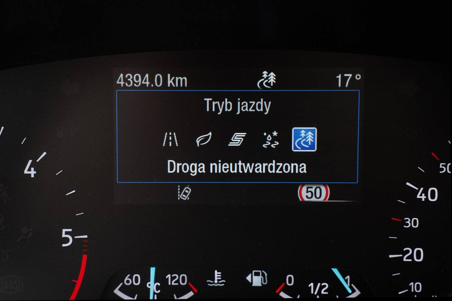 Ford Focus Active Kombi 2.0 EcoBlue - test 2020 - tryby jazdy