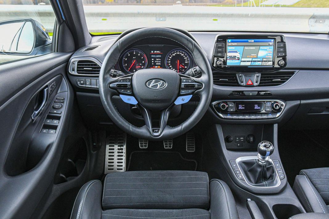 Hyundai i30 N Performance - deska rozdzielcza
