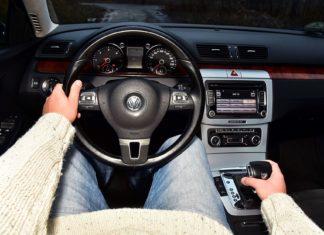 Jak jeździć automatem? Podstawowe zasady jazdy autem ze skrzynią automatyczną