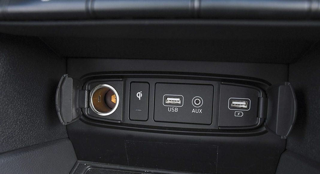 Hyundai Santa Fe 2.0 CRDi 8AT 4WD - wejścia USB