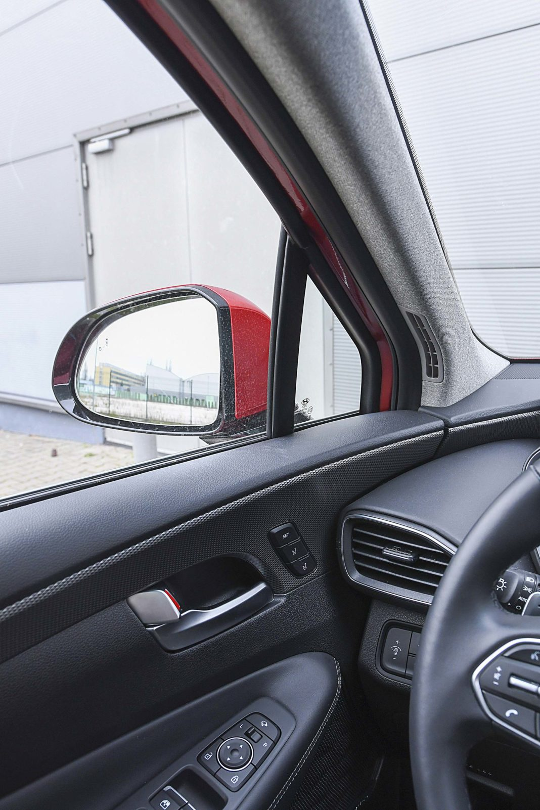 Hyundai Santa Fe 2.0 CRDi 8AT 4WD - słupek i lusterko