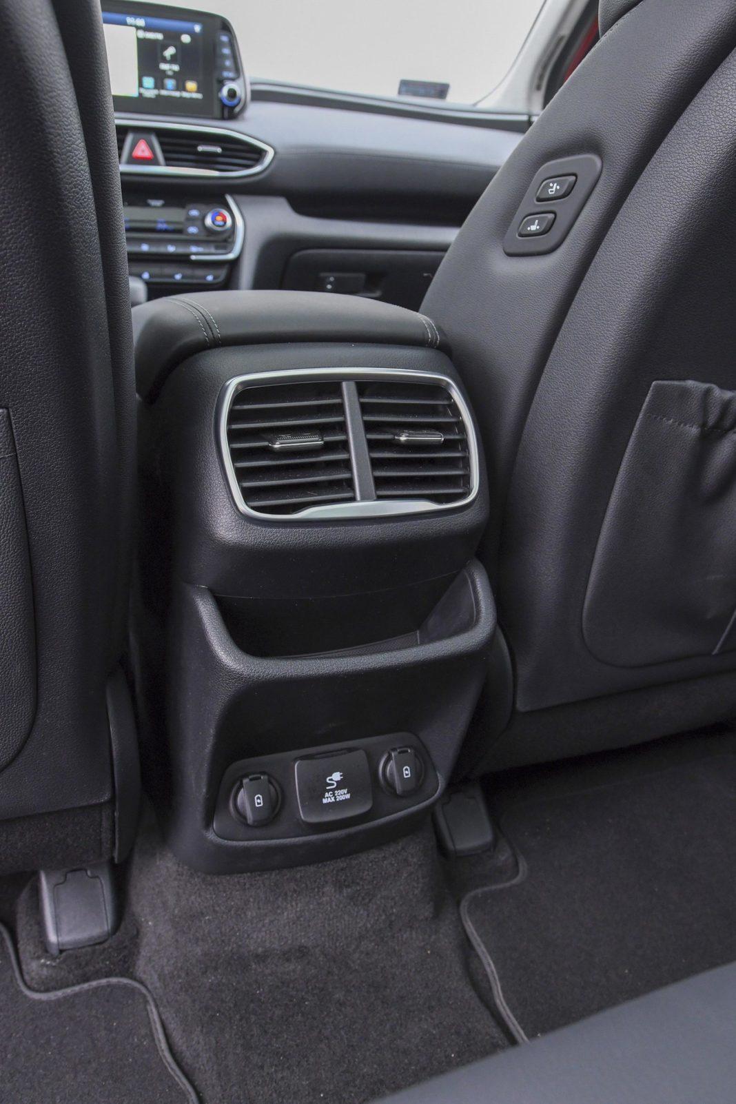 Hyundai Santa Fe 2.0 CRDi 8AT 4WD - nawiewy na tył