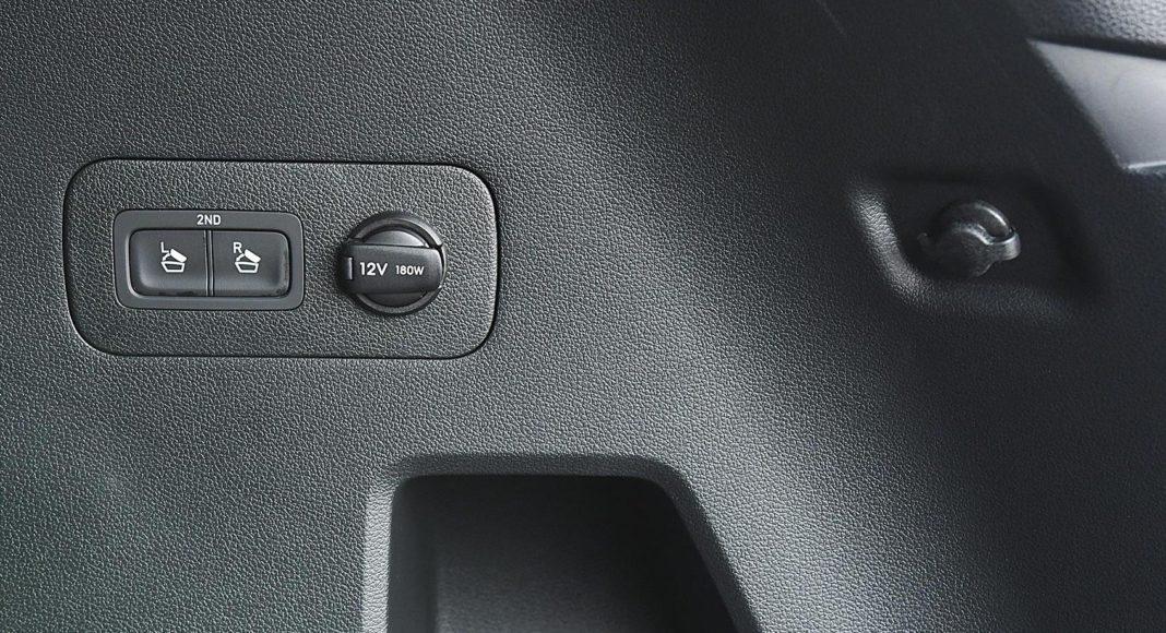Hyundai Santa Fe 2.0 CRDi 8AT 4WD - składanie kanapy