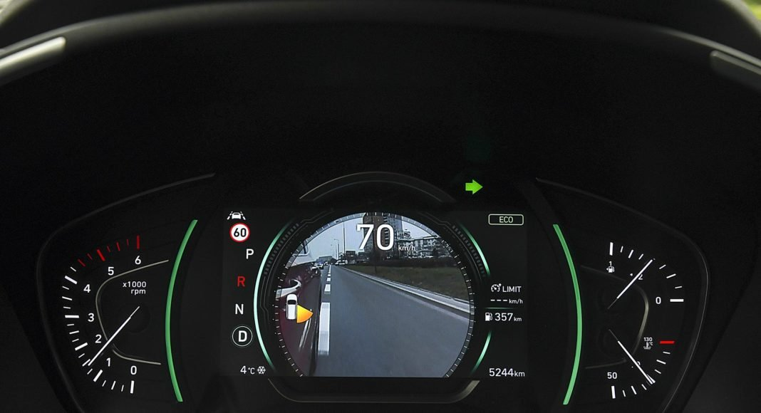 Hyundai Santa Fe 2.0 CRDi 8AT 4WD - kamera martwego pola