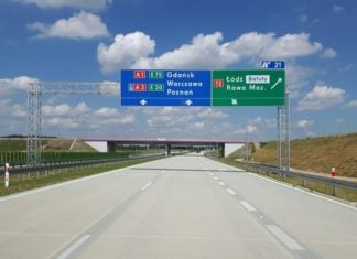 Nowe znaki. Już pojawiają się przy polskich drogach