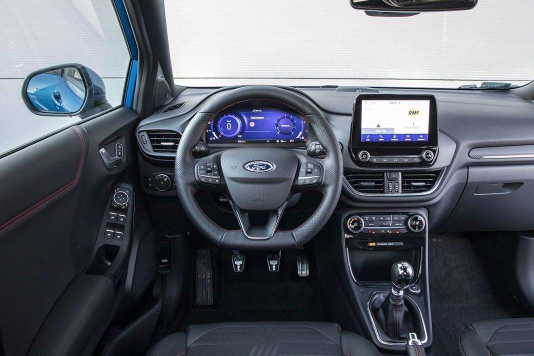 Ford Puma 1.0 EcoBoost 125 ST-Line - deska rozdzielcza