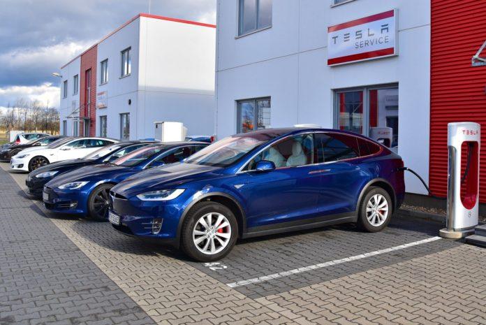 Tesla - ładowanie