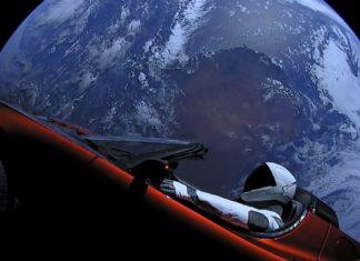 Tesla Roadster w kosmosie. To już 2 lata!