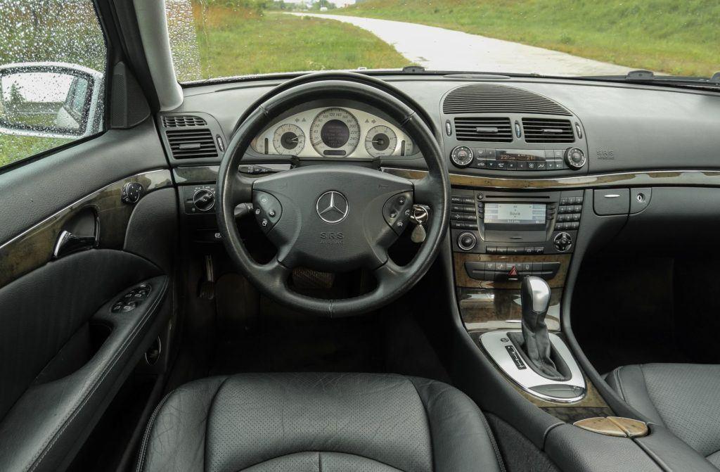 MERCEDES E 320CDI W211 Avantgarde 3.2d R6 204KM 5AT 2003r. DD