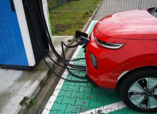 """Ile przejeżdżają """"elektryki""""? Oto fabryczne zasięgi ponad 30 aut"""