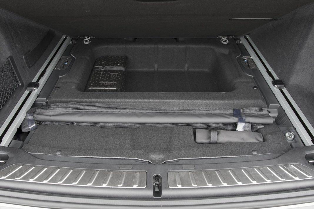 BMW X3 M (2020) - bagażnik 02