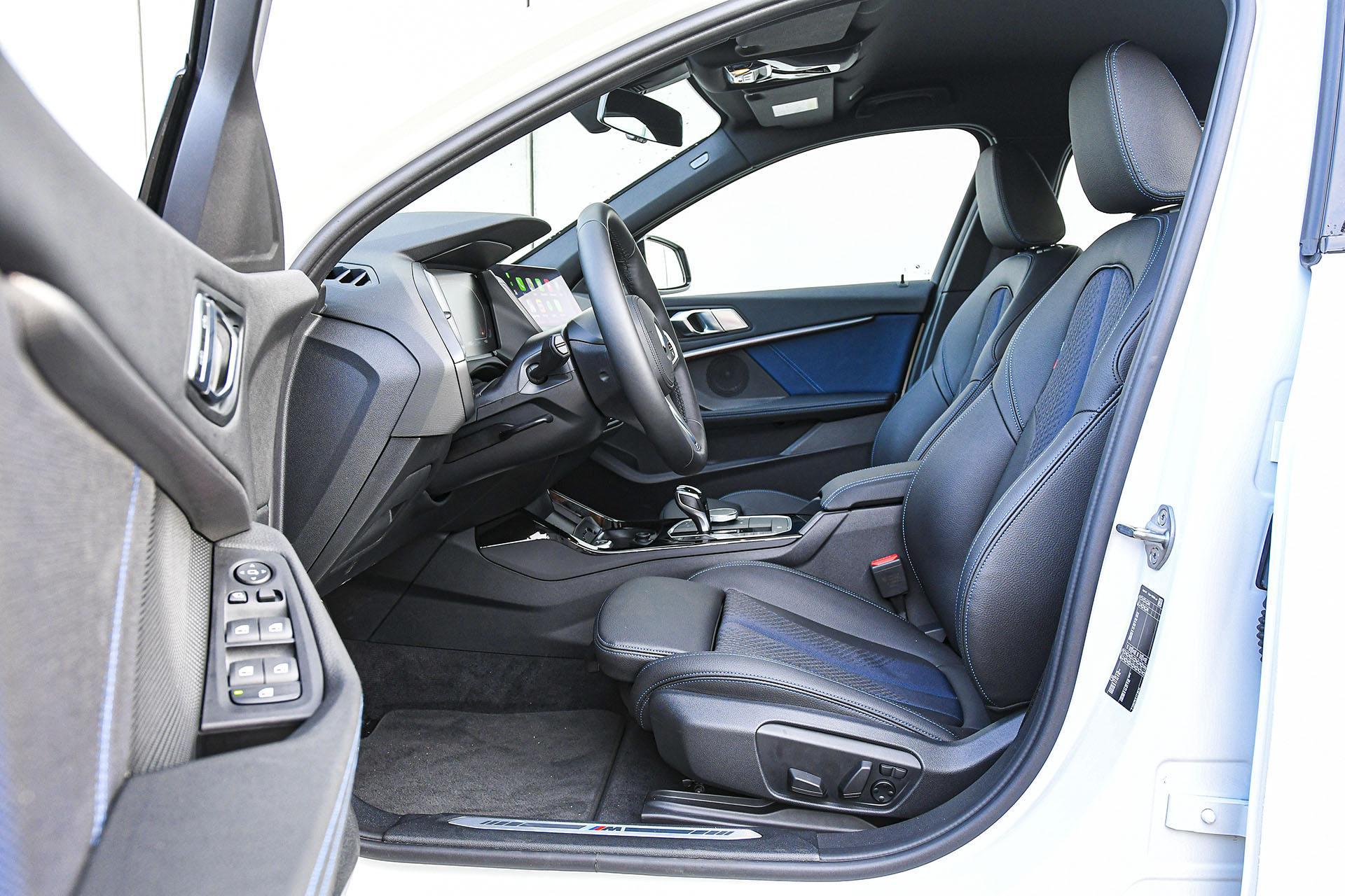 BMW serii 1 - fotele – PORÓWNANIE BMW 118i, Mazda 3 – opinie, spalanie, wymiary, dane techniczne