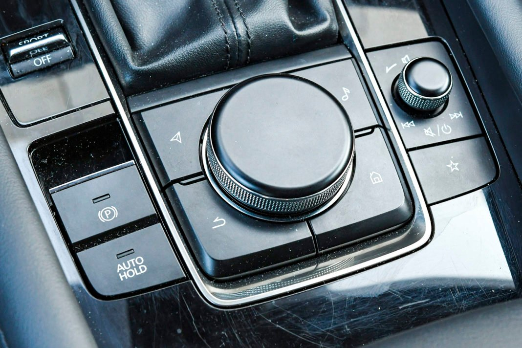 Mazda 3 - konsola środkowa