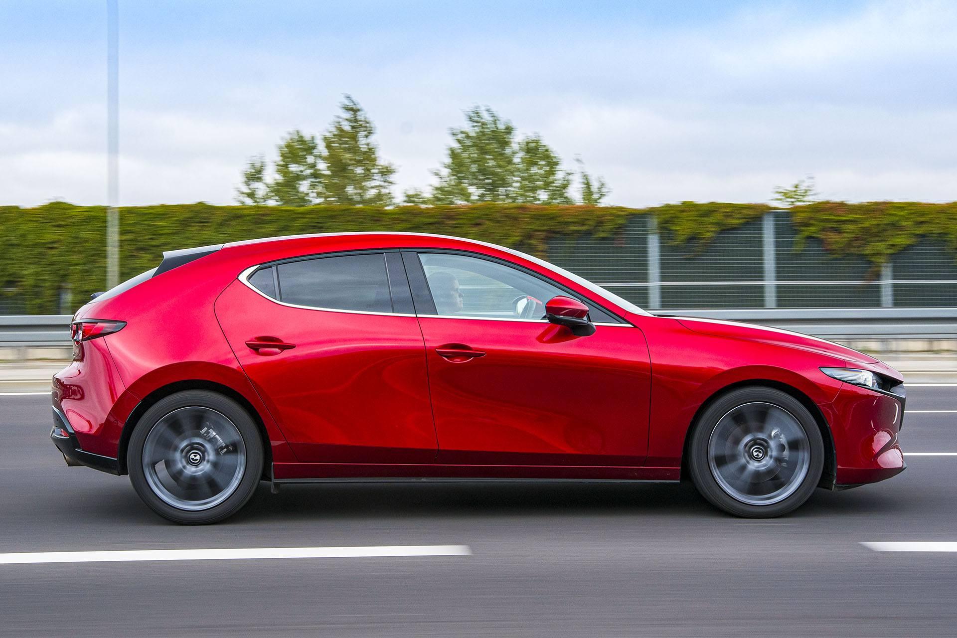Mazda 3 – bok – PORÓWNANIE – opinie, spalanie, wymiary, dane techniczne