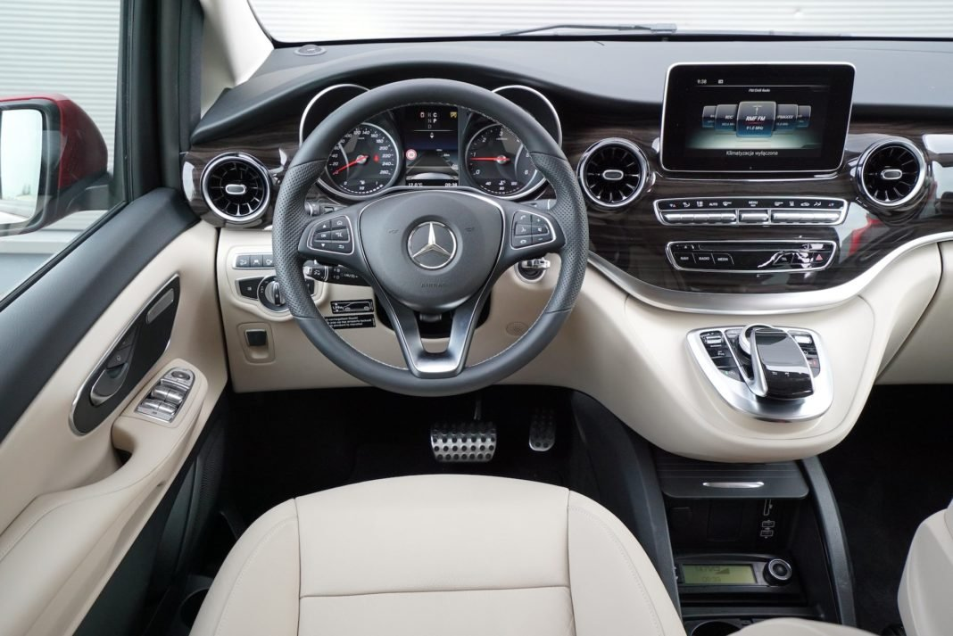 Mercedes-Marco-Polo-wnętrze